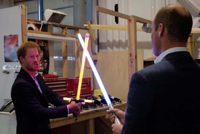 http://stuki-druki.com/facts2/images/Prince-William-and-Harry-Star-Wars-02.jpg
