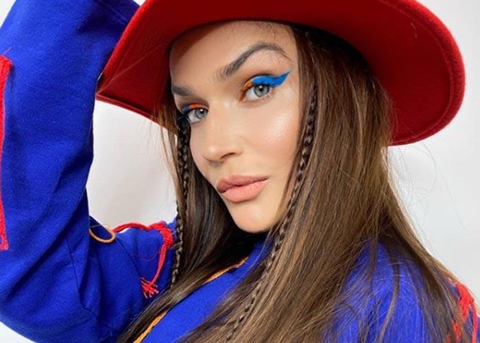 Алёна Водонаева в шляпе