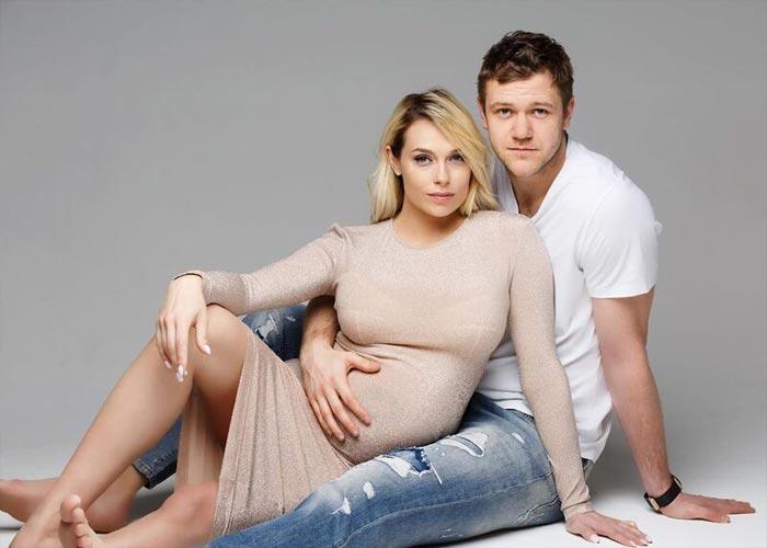 Беременная Мария Банкова с баскетболистом Андреем Зубковым