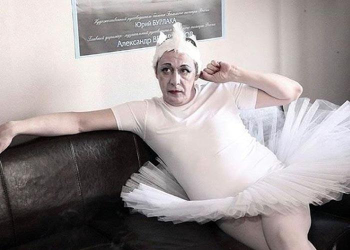Михаил Ефремов в костюме балерины