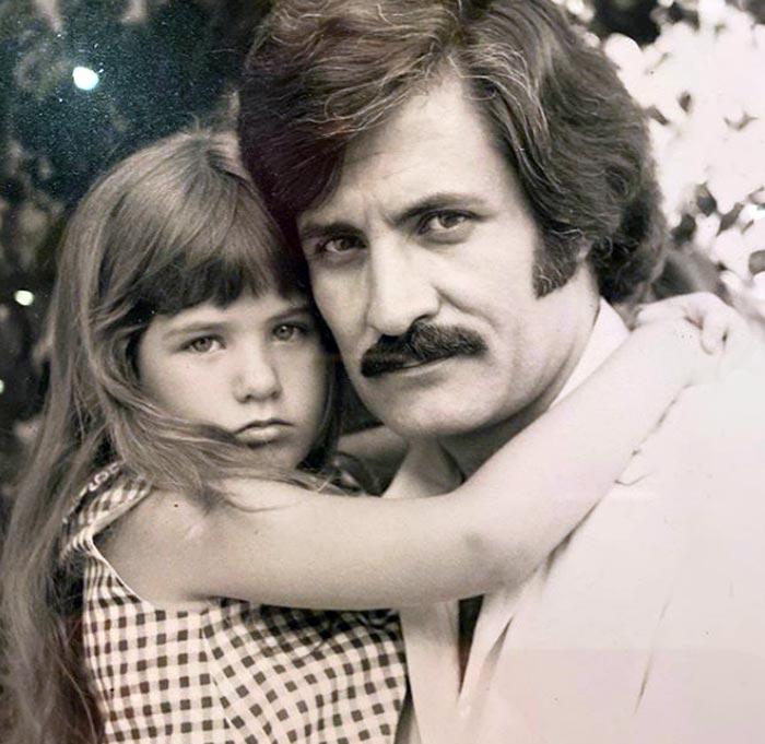 Дженнифер Энистон в детстве с отцом