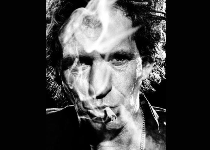 Кит Ричардс с сигаретой