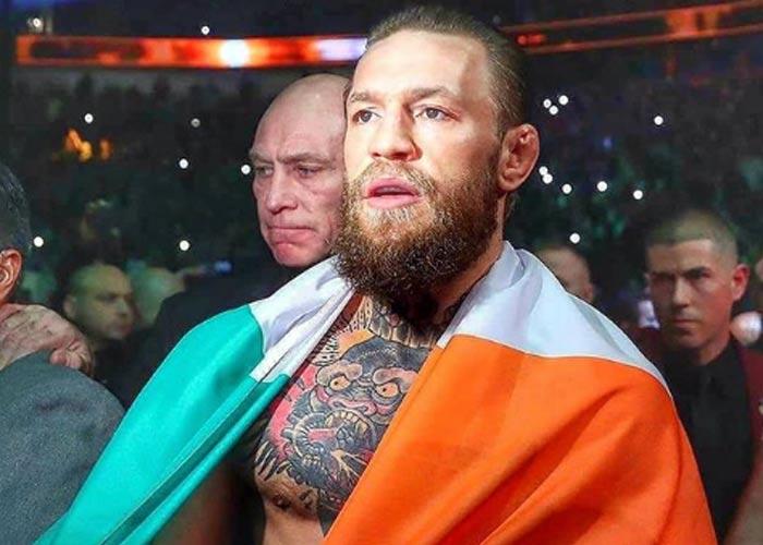Конор МакГрегор с ирландским флагом