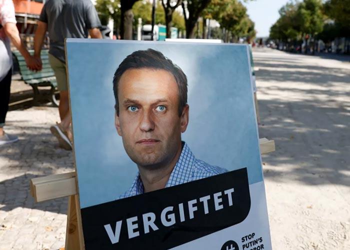 плакат отравление Навального