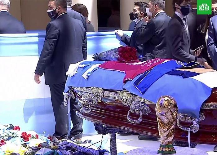 Похороны Диего Марадоны