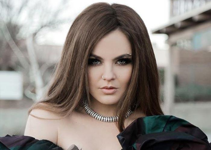 Певица Софья Таюрская