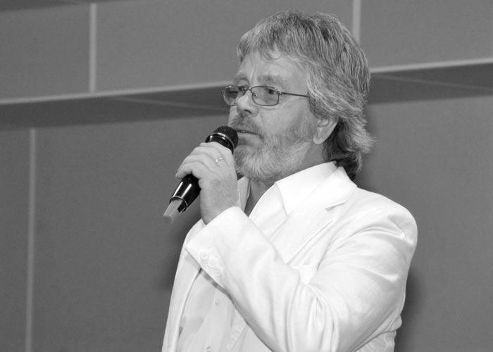 певец Валерий Топорков