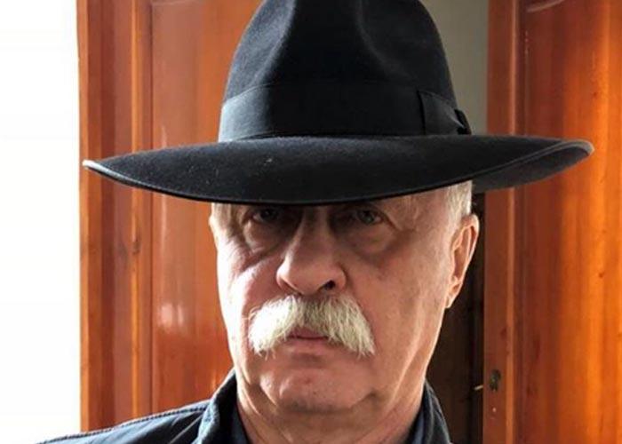 Леонид Якубович в шляпе