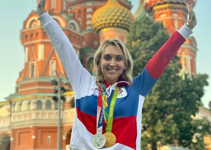 Елена Веснина с олимпийскими медалями