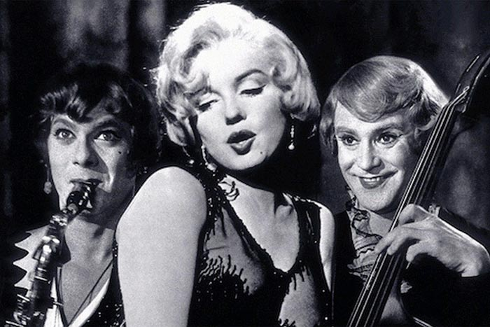 кадр из фильма В джазе только девушки