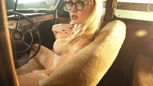 Блондинка за рулем 1