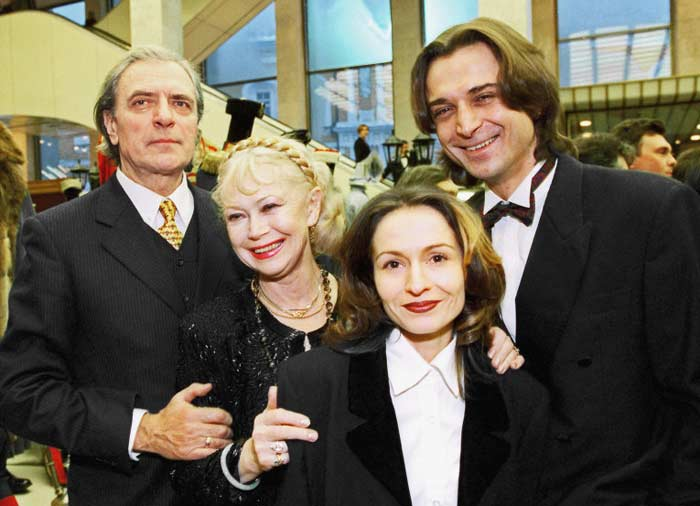 Светлана Немоляева и Александр Лазарев с сыном и невесткой