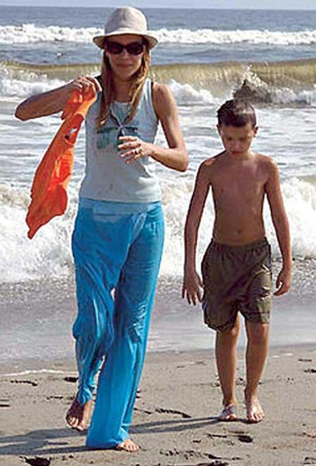 Ольга Аносова с сыном Дмитрия Марьянова Данилой