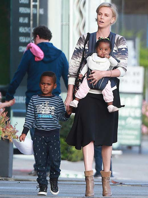 Шарлиз Терон с приемными детьми
