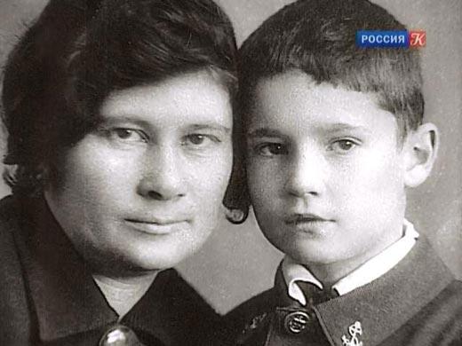 Эльдар Рязанов с мамой