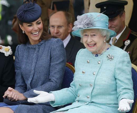 Елизавета II и Кэтрин Миддлтон