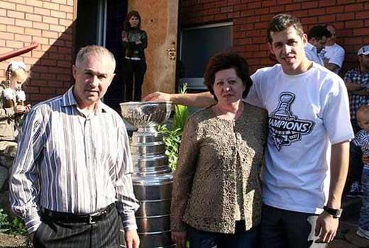 Евгений Малкин с родителями