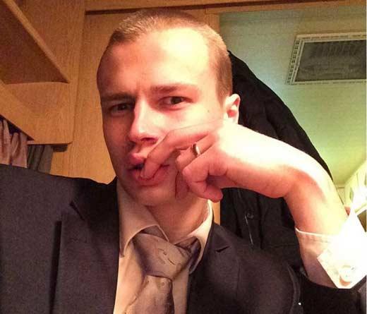 Иван Мулин с кольцом на безымянном пальце