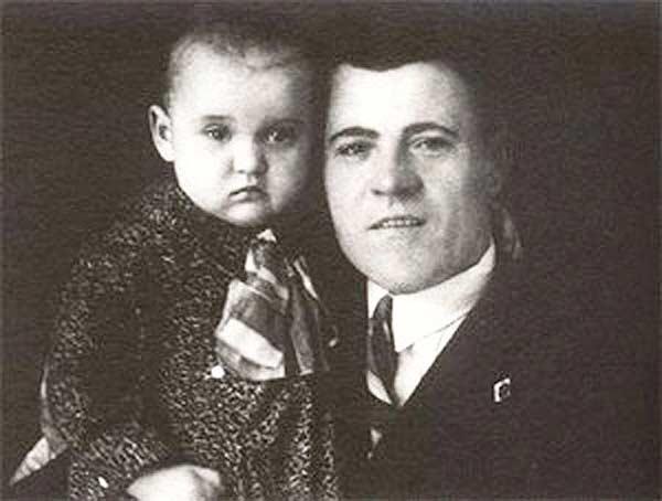 Людмила Гурченко в детстве с отцом