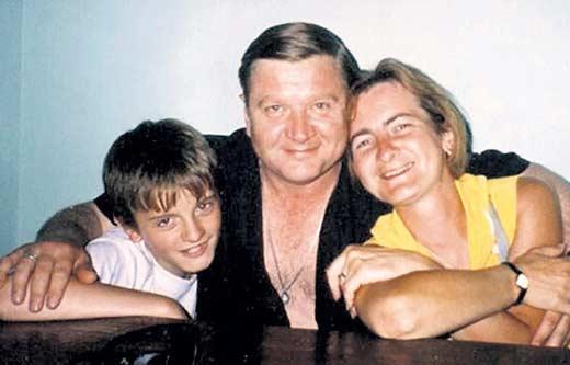 Роман Мадянов с женой и сыном