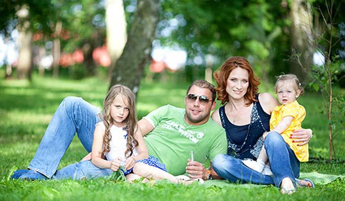 Мария Киселева с мужем и дочерьми 2