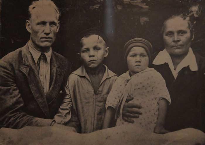 Михаил Ульянов с родителями