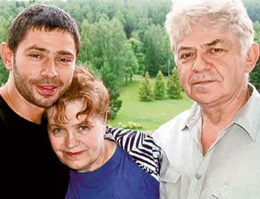 Николаев с родителями