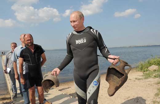 Путин с амфорами