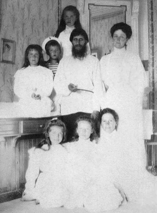 Григорий Распутин с детьми