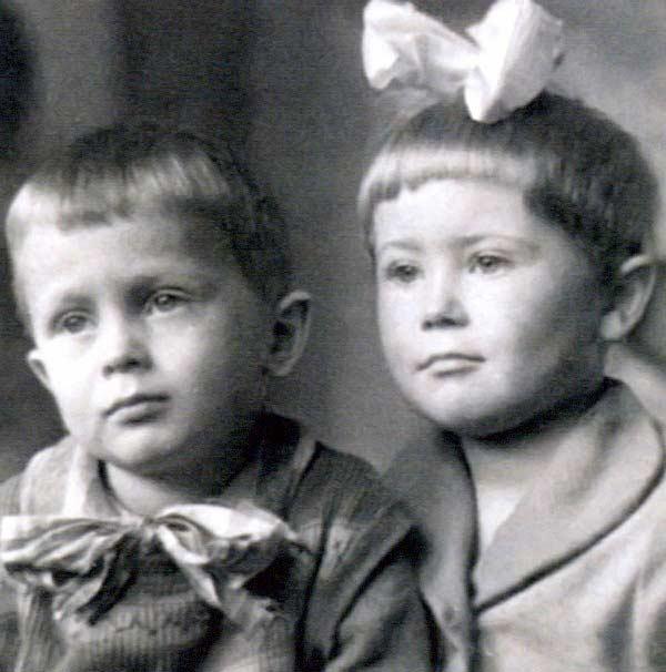 Светлана Немоляева в детстве с братом