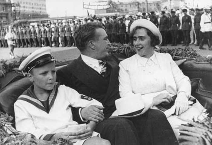 Валерий Чкалов с женой и детьми 3