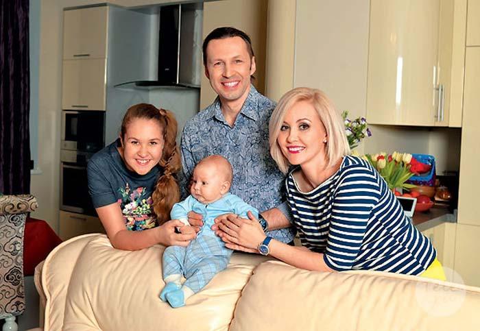 Василиса Володина с мужем и детьми 2
