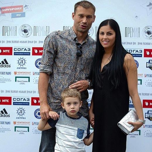 Василий Березуцкий с женой 3