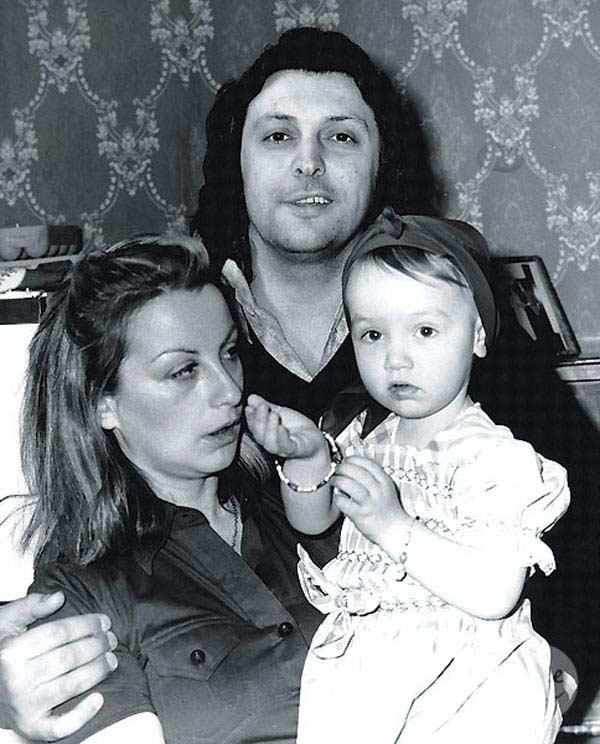 Вячеслав Добрынин с первой женой и дочерью