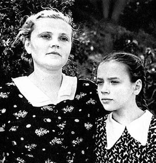 Жена Всеволода Санаева с дочерью