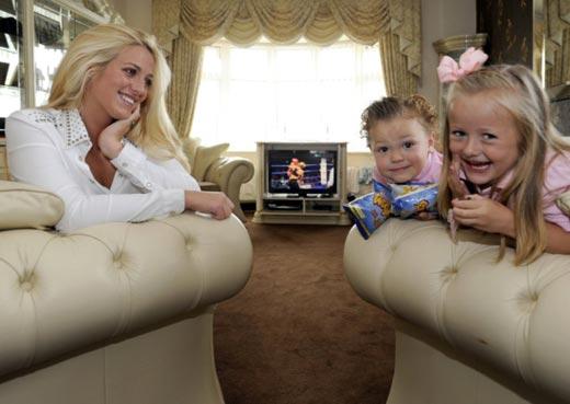 Пэрис Фьюри с детьми