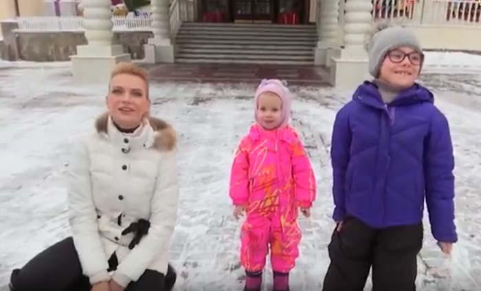Алёна Горенко с дочерьми 2