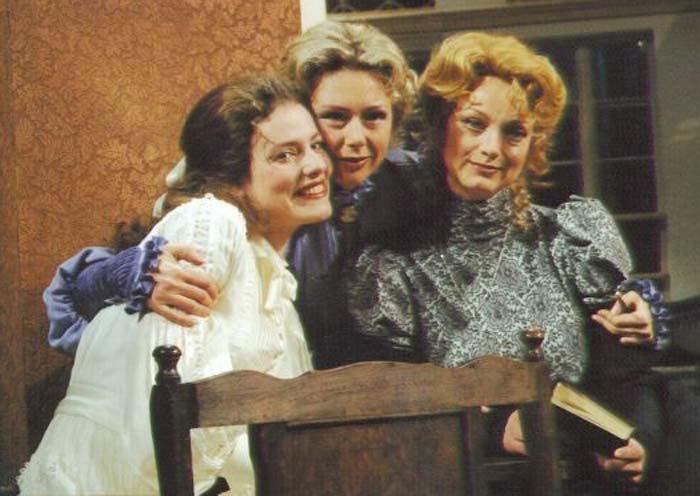 Алёна Охлупина в спектакле Три сестры