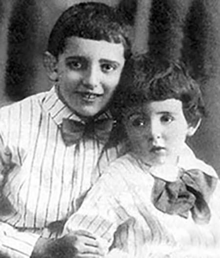 Александр Галич в детстве с младшим братом