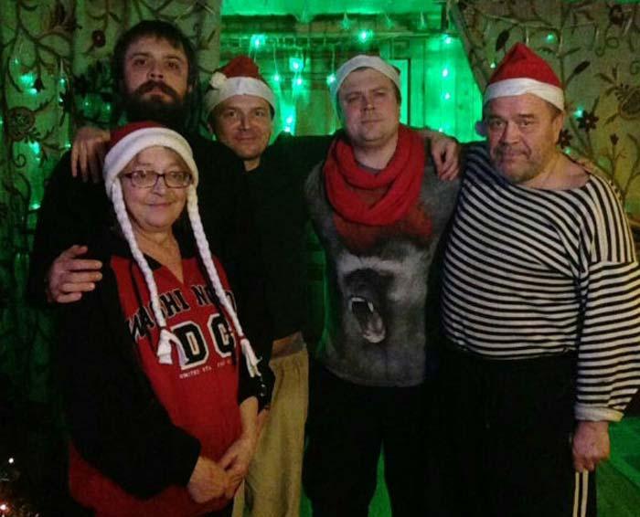 Александр Ильин младший с родителями и братьями