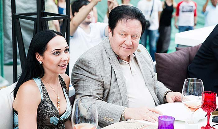 Александр Митрошенков с дамой