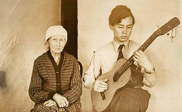 Александр Вампилов и бабушка Александра Африкановна