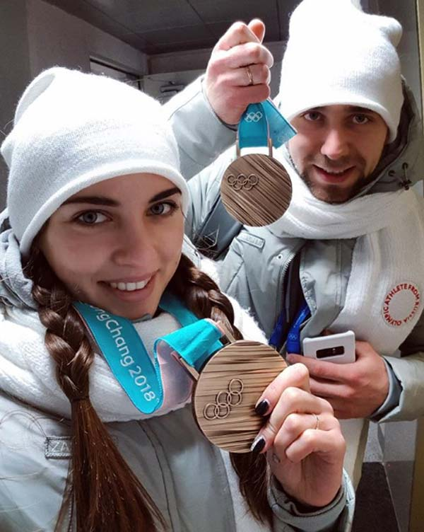 Анастасия Брызгалова и Александр Крушельницкий с медалями Олимпиады 2018