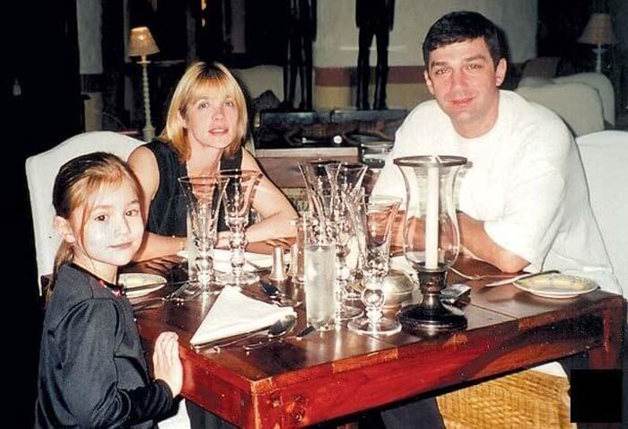 Анастасия Шубская в детстве с родителями