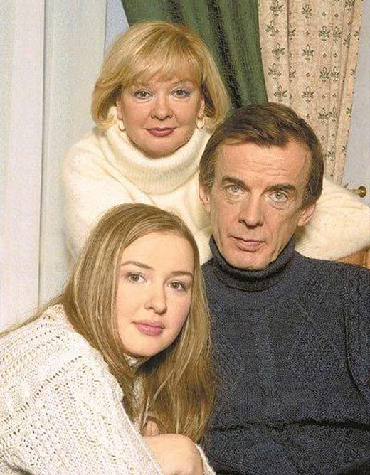 Анна Тараторкина с отцом Георгием Тараторкиным и мамой Екатериной Марковой