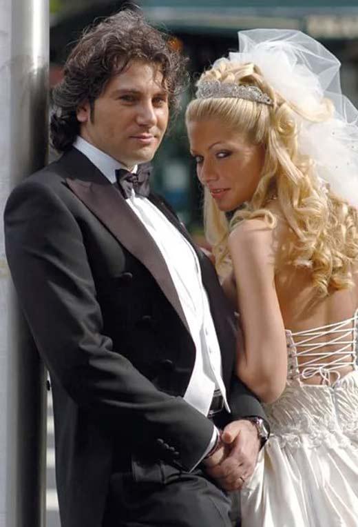 открытыми плечами, фото авраама руссо с женой стоит арендовать