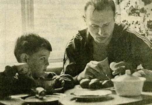 Эдуард Стрельцов с сыном Игорем