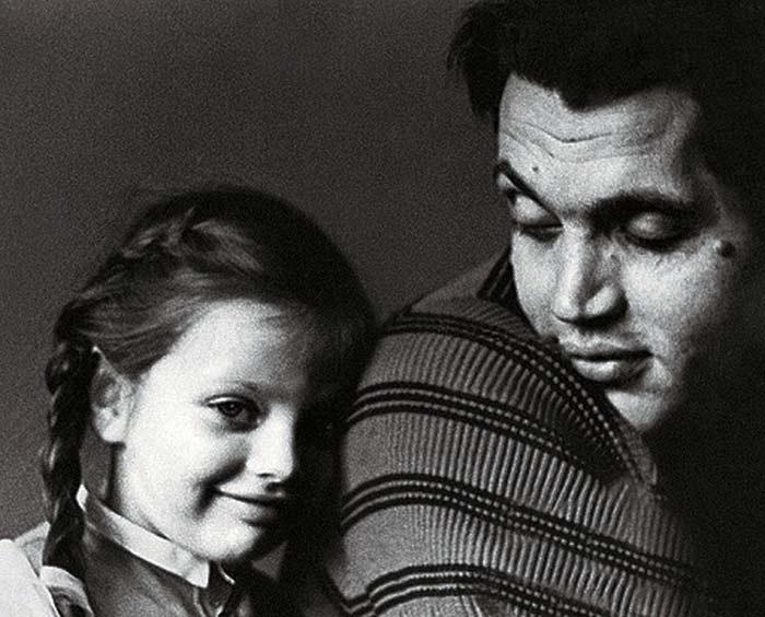 Екатерина Рождественская в детстве с отцом