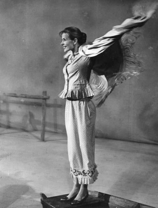 Молодая Екатерина Унтилова в спектакле Гроза