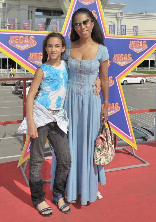 Елена Ханга и дочь Елизавета-Анна